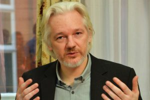 Ecuador decide quitarle el internet a Julian Assange